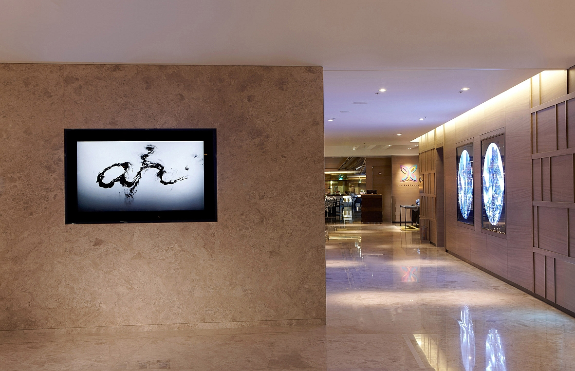 a video piece that documents an underwater calligraphic performance., shown at the Humble House Hotel in Taipei.